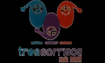 Com - TRES SORRISOS