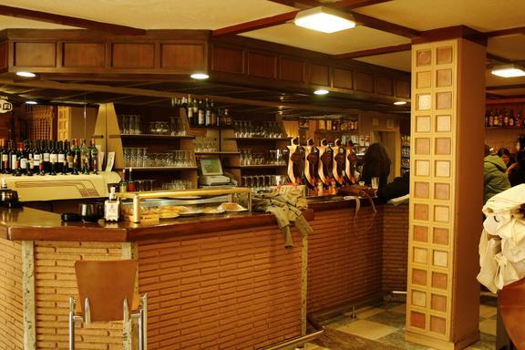 Z2 - Cafetería La Lira