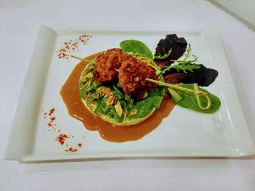 Frikadeller salvaje en salsa silvestre