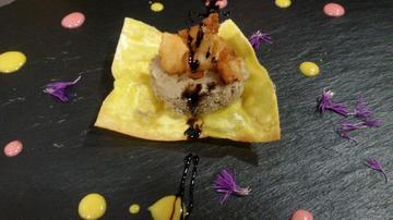 Stoglia crujiente con bizcocho de boletus e bacalao en tempura