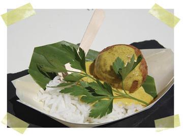 Albóndega de longueiróns con arroz ao xasmín e curri.