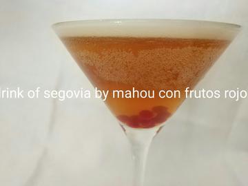 CÓCTEL: RINK OF SEGOVIA BY MAHOU CON FRUTOS ROJOS