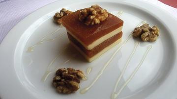Marmelo con noces e queixo de Arzúa cun suave toque de mel