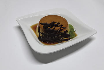 Flan de crema de augardente con crocante de chocolate