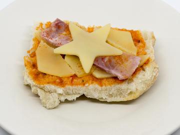 Pincho: Montadiño en pan de Cea con San Simón e lacón  (Opción 1)