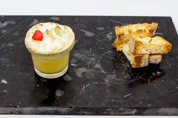 Pincho: Mini soufflé cremoso con albariño