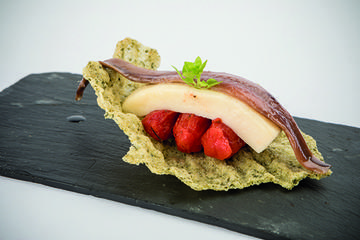 Anchoa Anaco con queixo Tetilla e tomate seco