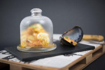 Milfollas de Mexillón de Galicia enchilado con ovo roto ao queixo de Arzúa-Ulloa