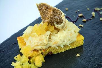 Brandada de bacallau con mazás ao Ribeiro e pan de millo e pasas