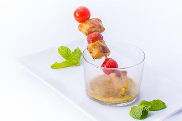 Piruleta de Pollo Marinado con Pesto de Pistachos