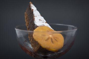Torta de Santiago ao cacao con redución de viño do Porto