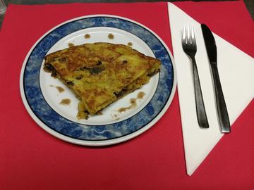 Tortilla de lamprea con salsa bordelesa.