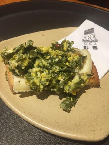 Tosta de Revuelto de Verza y queso del país