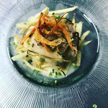 Albóndega de pescada do pincho de Burela en mollo verde.