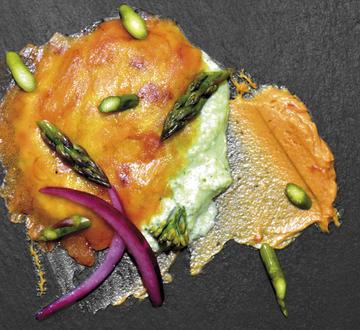 Carpaccio de ova curada, emulsión de kéfir con algas, manteiga de ourizo e vexetais conservados en vinagre..