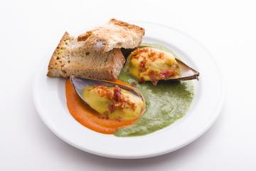 Mexillón de Galicia con tres salsas