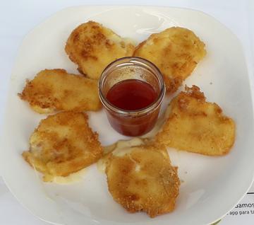 Tacos de qUeixo de arzua fritos con mermelada de tomate
