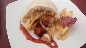 PEKETAPA: Mini kebab de pollo y patatas fritas