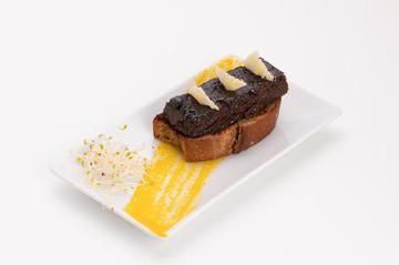 Lingote de Vitela sobre tosta de pan artesán galego  |  2€