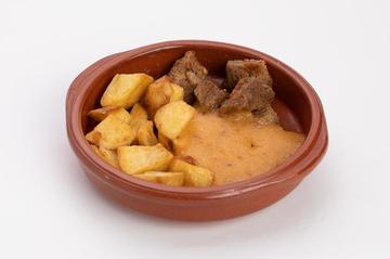 Agulla de tenreira guisada con pataca e Yuca  |  2€