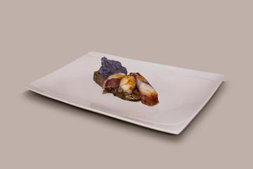 Pulpo a la gallega con patata violeta