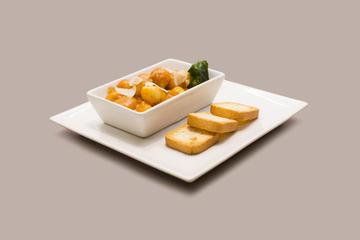 Ñoquis a la salsa de mejillones y parmesano