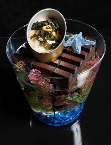 Rodaballo grelado en crema de mexillón e crocante de algas