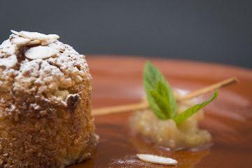 Torta de améndoa do convento con base de mazá