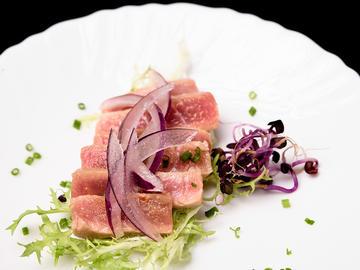 Tataki acevichado de atún rojo