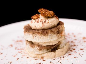 Tiramisú de Bica gallega, crema de queso del Cebreiro y reducción de licorcafé