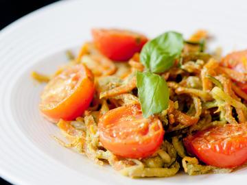 Espaguettis de calabacín y pesto vegano