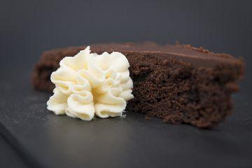 Biscoito de chocolate ao viño tinto con crema do Cebreiro